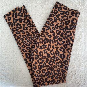 BEACH RIOT- PIPER LEGGINGS Color: Leopard